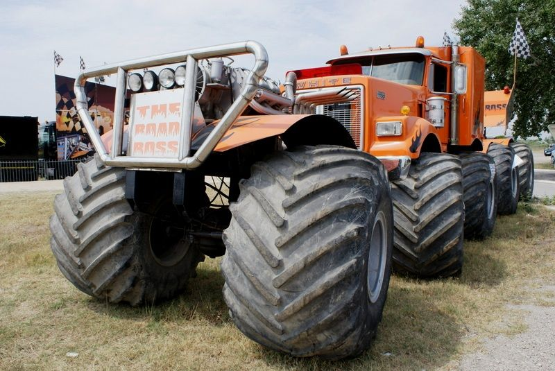 "The biggest monster truck of the world ""The road boss ..."